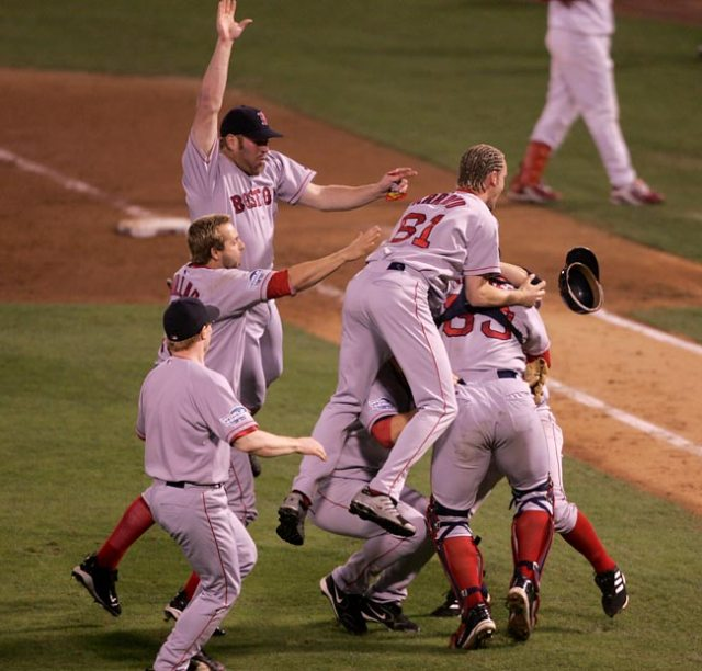 2004 Sox victorious in 4