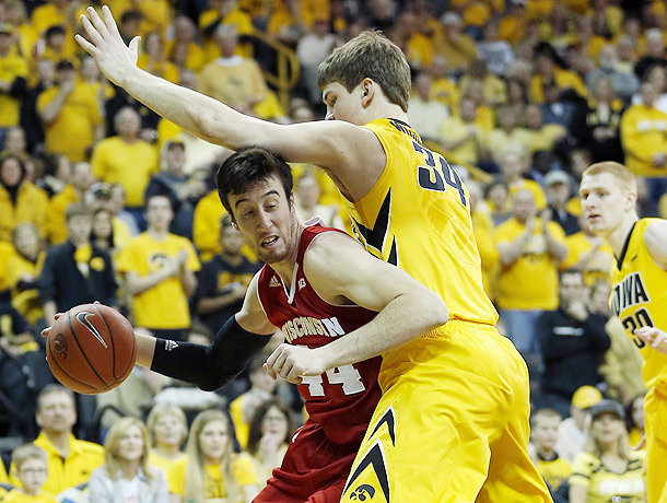 Kaminsky and the Badgers take it to Iowa (2-22-14)