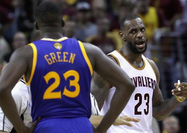 539323306-lebron-james-of-the-cleveland-cavaliers-and-draymond.jpg.CROP.promo-xlarge2