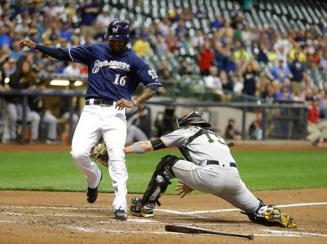 Pirates_Brewers_Baseball_31920
